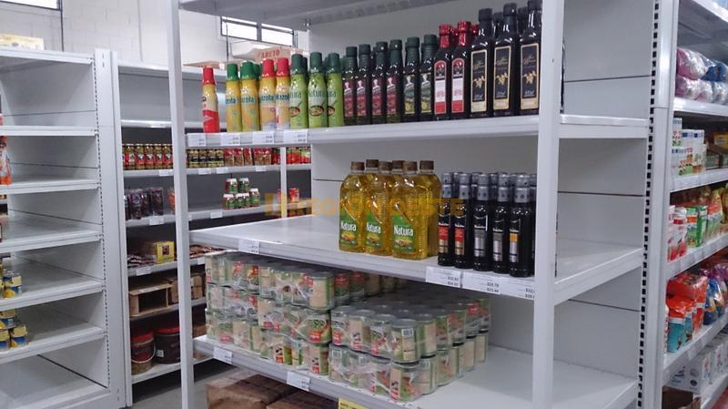 Góndola de un comercio mayorista de Rafaela sin aceite de girasol