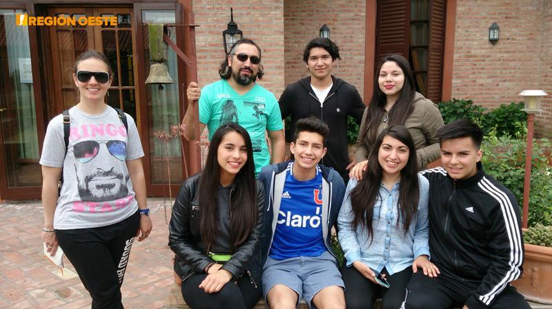 """Jóvenes chilenos en la Posada """"Risa Erni"""" en Roca"""