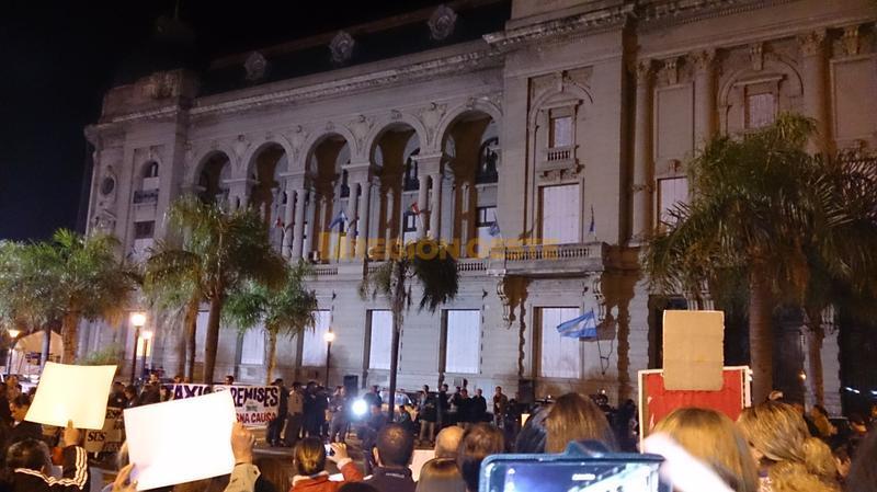 #SantaFeSangra frente a la Casa Gobierno