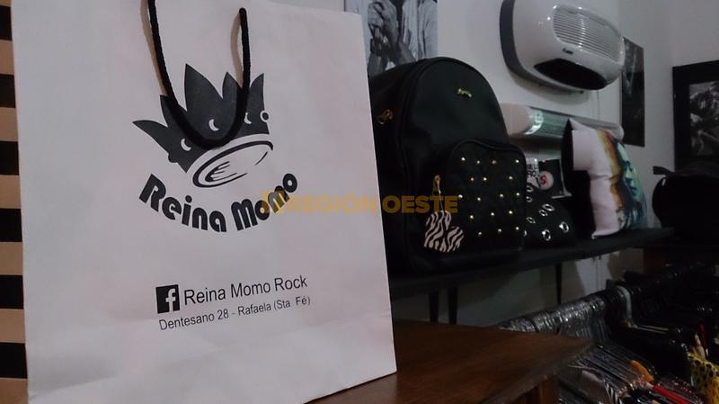 "Local de ropa informal ""Reina Momo"""