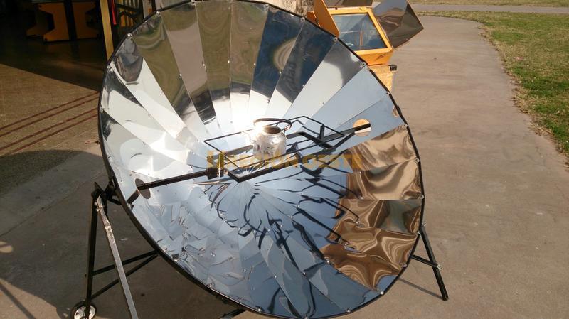 Panel que recoge el calor del sol para calentar agua