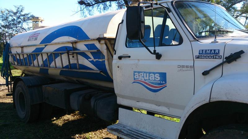 Camión cisterna se ASSA preparado para abestecer a la ciudad