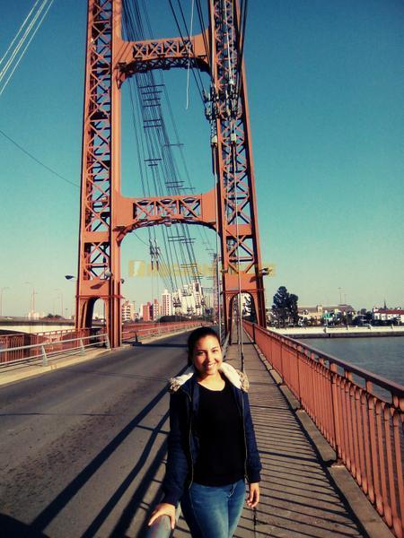 Isabel en el Puente Colgante de Santa Fe