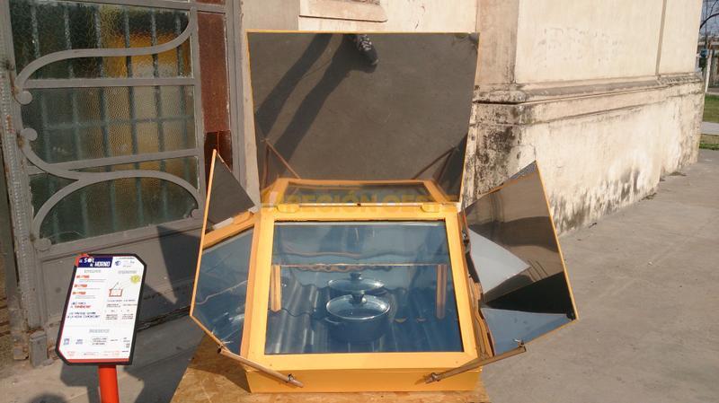 Panel que recoge el calor del sol para calentar comida