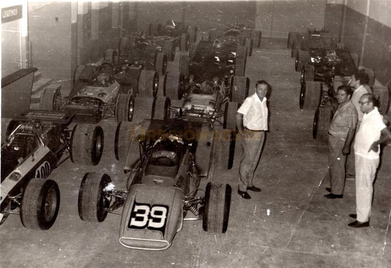 Galpón de coches de las 300 Indy en Rafaela