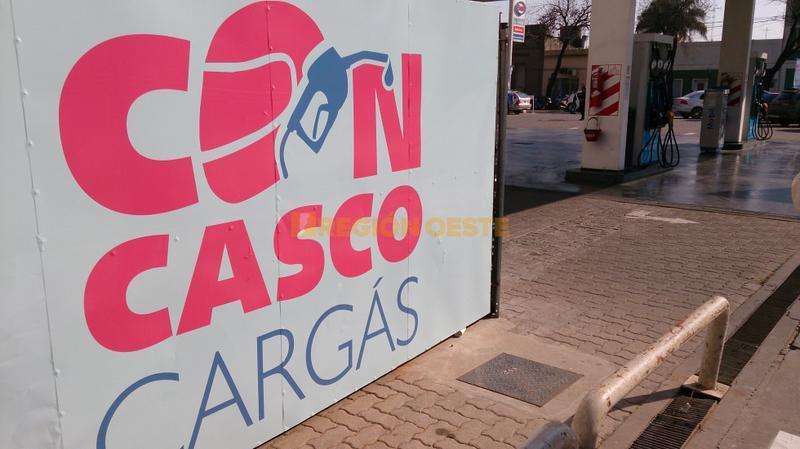 Campaña Con Casco Cargás en la estación ESSO de Rafaela