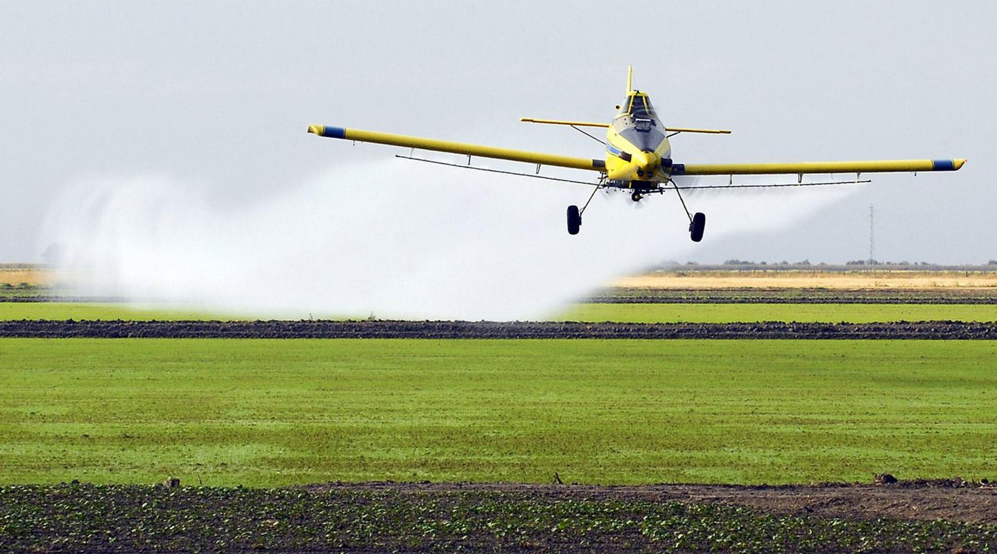 avion-fumigando-