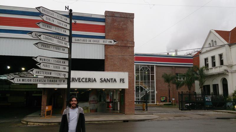 Yassiel de paseo por la Cervecería de Santa Fe