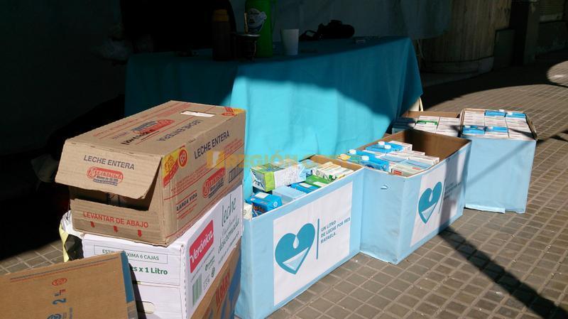 Cajas de leche donadas por los ciudadanos